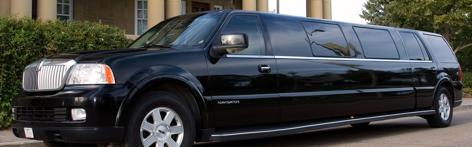 Executive Express: Stretch Lincoln Navigator - VIP Limousines, Edmonton